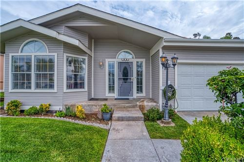 Photo of 20049 Northcliff Dr, Canyon Country, CA 91351 (MLS # SR21166057)