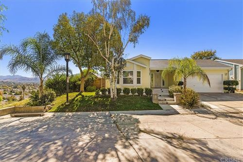 Photo of 20148 Summit View Drive, Canyon Country, CA 91351 (MLS # SR21230057)