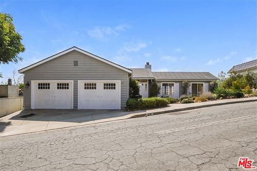 Photo of 812 Loma Vista Place, Santa Paula, CA 93060 (MLS # 21780058)