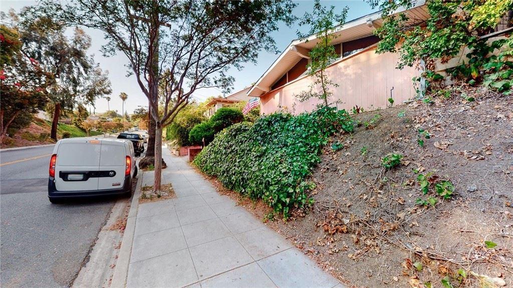 Photo of 1537 E Glenoaks Boulevard, Glendale, CA 91206 (MLS # SR21109065)