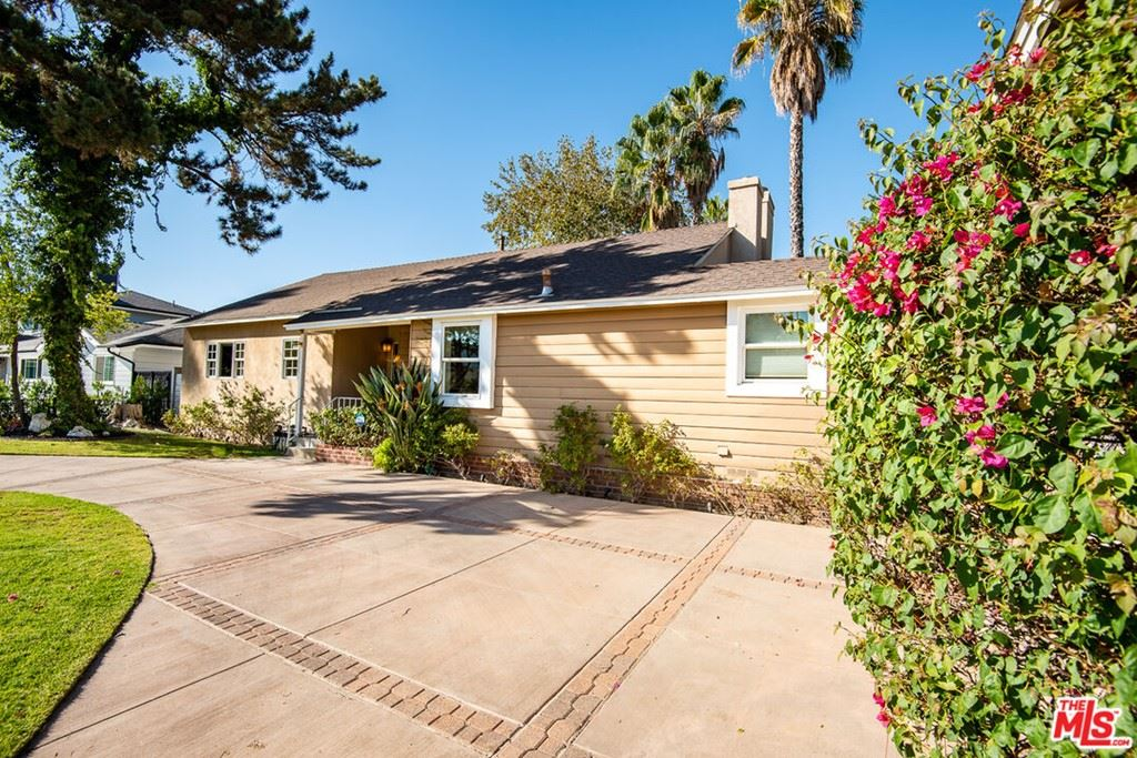 Photo of 17115 Hart Street, Lake Balboa, CA 91406 (MLS # 21791066)