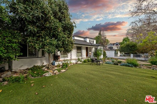 Photo of 5942 Mammoth Avenue, Valley Glen, CA 91401 (MLS # 21707068)
