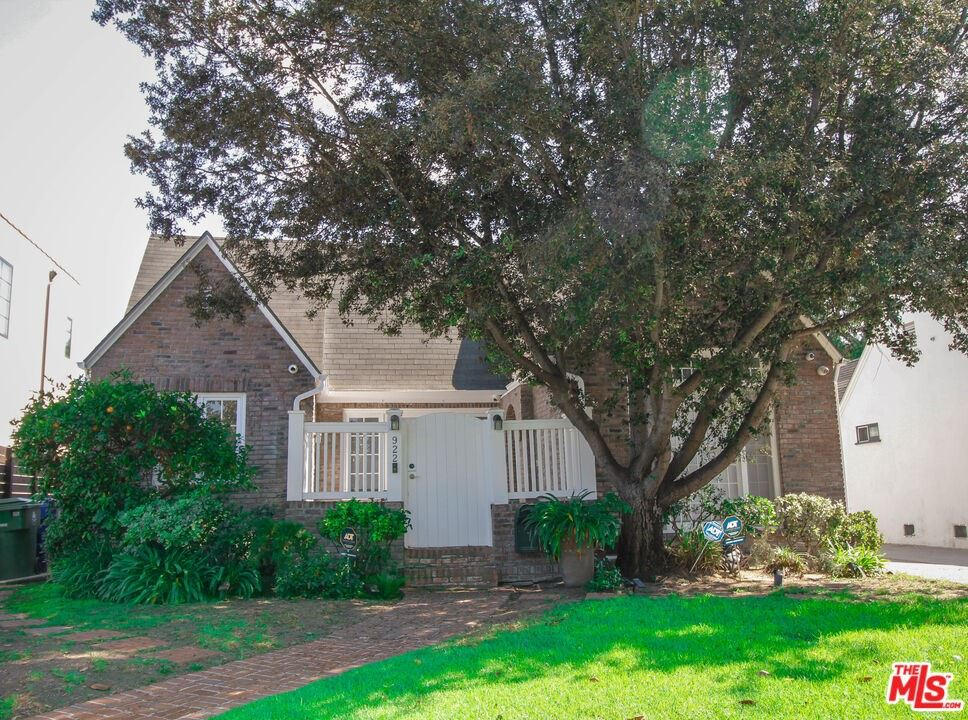 922 S Sierra Bonita Avenue, Los Angeles, CA 90036 - MLS#: 21792068