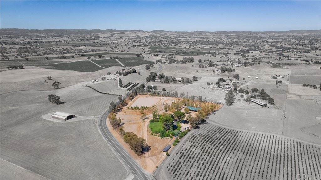 Photo of 4044 East Highway 41, Paso Robles, CA 93446 (MLS # NS21115068)