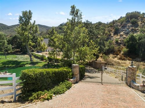 Photo of 612 E Carlisle Road, Thousand Oaks, CA 91361 (MLS # 220010071)