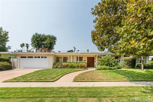Photo of 4703 Degovia Avenue, Woodland Hills, CA 91364 (MLS # SR20197071)