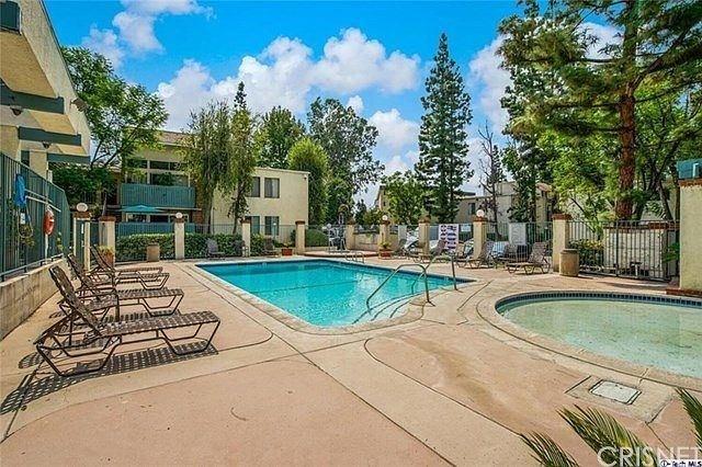 Photo of 5700 Etiwanda Avenue #185, Tarzana, CA 91356 (MLS # SR21071073)