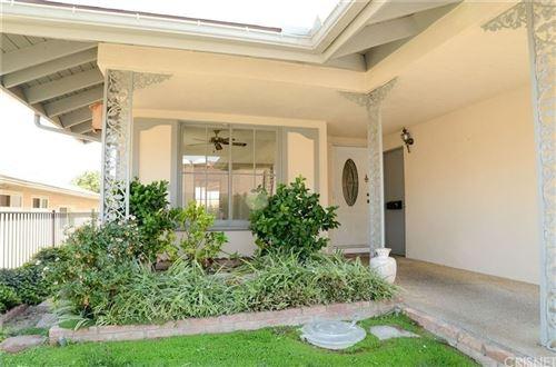 Photo of 26720 Oak Garden Court, Newhall, CA 91321 (MLS # SR21159076)