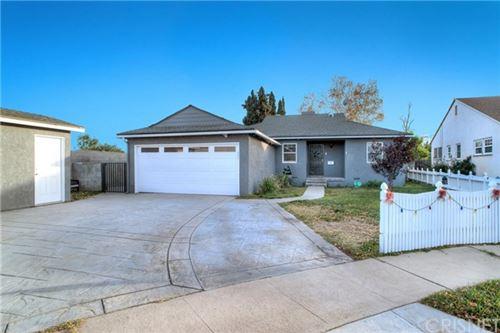 Photo of 16904 Lorne Street, Lake Balboa, CA 91406 (MLS # SR20260079)