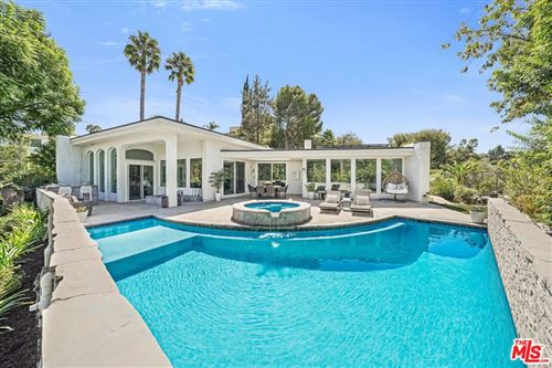 Photo of 17044 Oak View Drive, Encino, CA 91436 (MLS # 21787080)