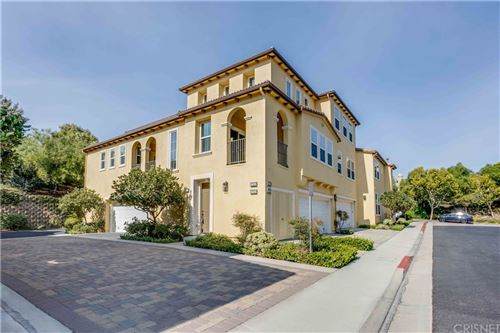 Photo of 27027 Pebble Beach Drive, Valencia, CA 91381 (MLS # SR21210080)