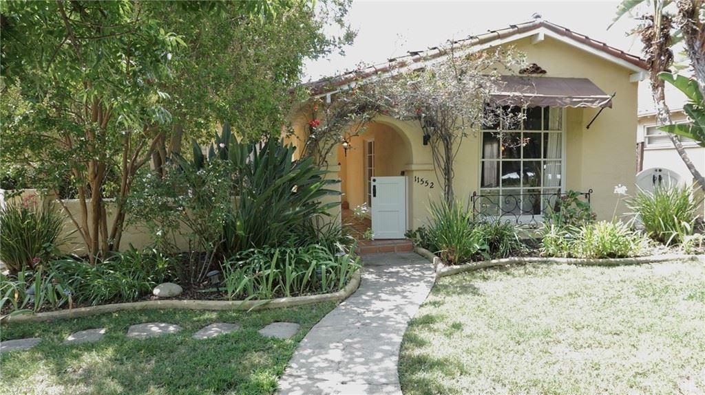 Photo of 11552 Otsego Street, Valley Village, CA 91601 (MLS # SR21158080)
