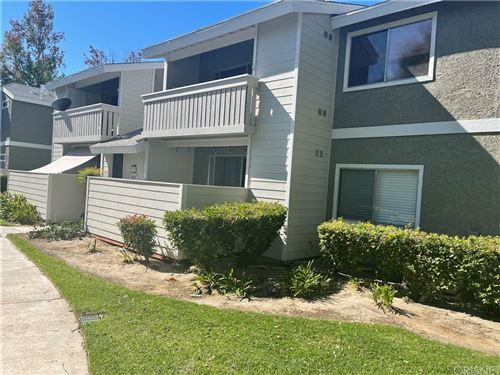 Photo of 27610 Susan Beth Way #B, Saugus, CA 91350 (MLS # SR21231082)