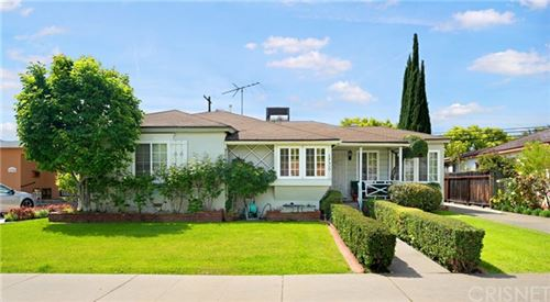 Photo of 18400 Erwin Street, Tarzana, CA 91335 (MLS # SR21087084)