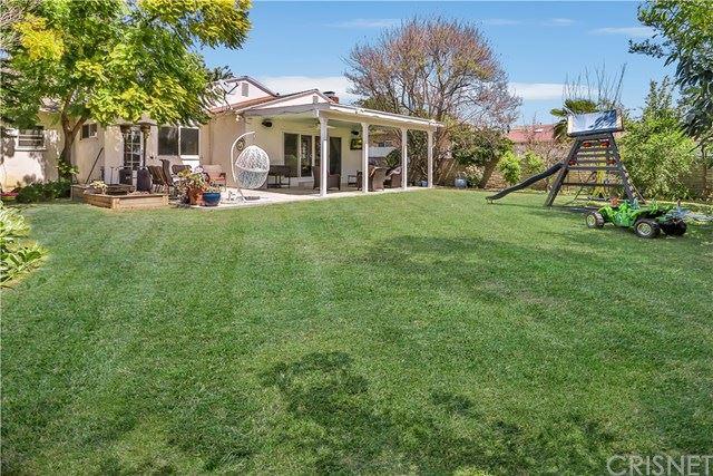 Photo of 13542 Bassett Street, Valley Glen, CA 91405 (MLS # SR21080084)