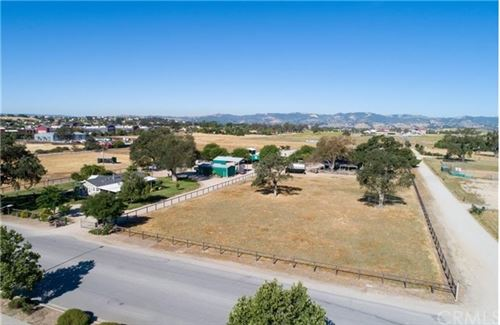 Photo of 3405 Golden Hill Road, Paso Robles, CA 93446 (MLS # NS21105085)