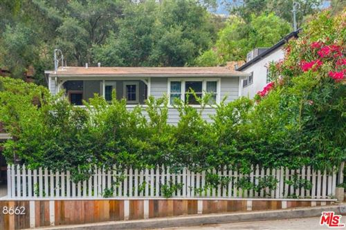 Photo of 8662 Lookout Mountain Avenue, Los Angeles, CA 90046 (MLS # 20616086)