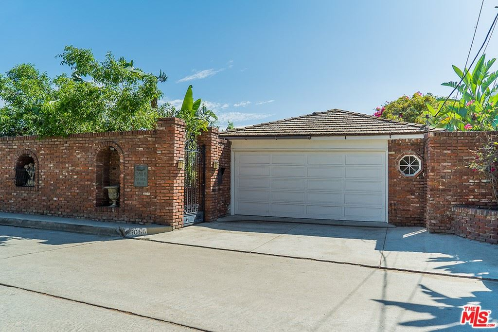 Photo of 9050 ST IVES Drive, Los Angeles, CA 90069 (MLS # 20602086)