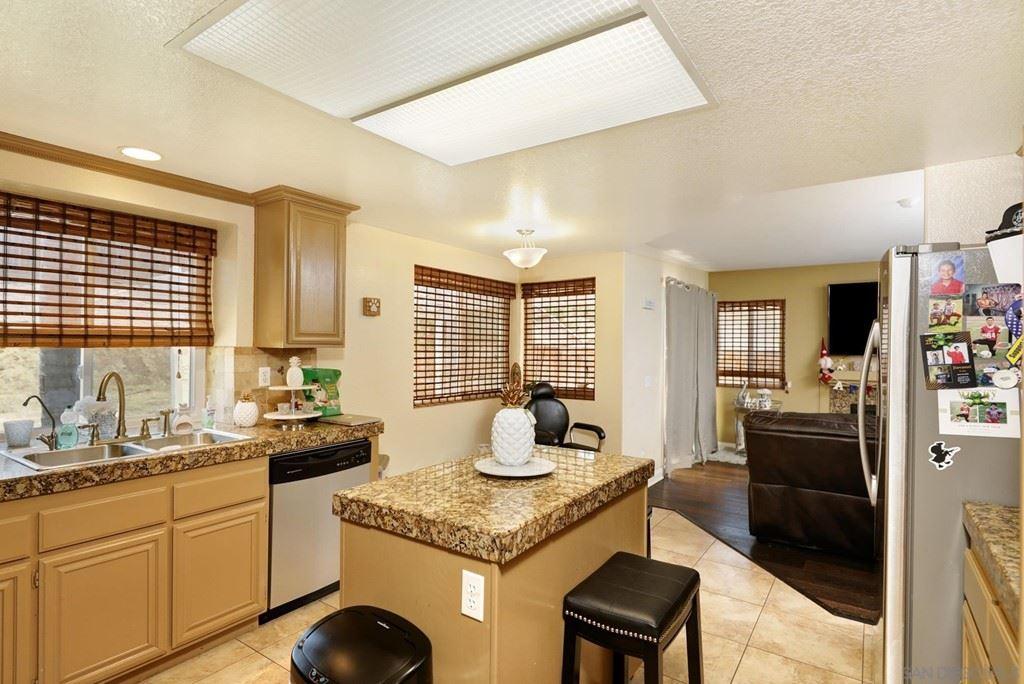 210 Royal Glen Dr, Fallbrook, CA 92028 - MLS#: 210020087