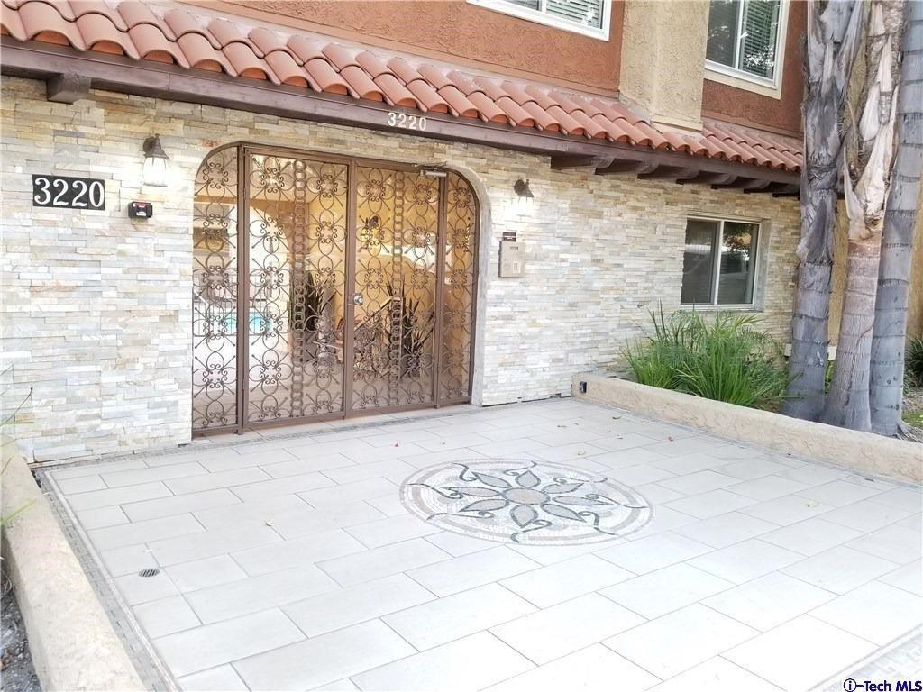 Photo of 3220 Altura Avenue #101, Glendale, CA 91214 (MLS # 320008088)