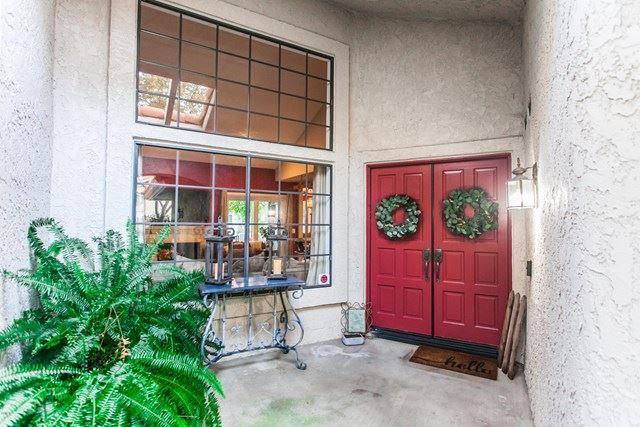 Photo of 6204 Corte Antigua, Camarillo, CA 93012 (MLS # V1-2094)