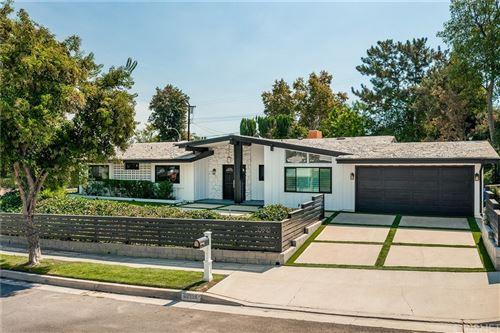Photo of 23800 Albers Street, Woodland Hills, CA 91367 (MLS # SR21210095)