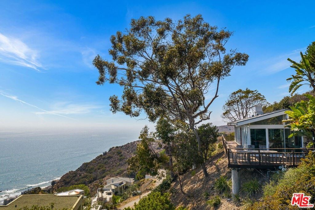 Photo of 20706 Rockpoint Way, Malibu, CA 90265 (MLS # 21783098)