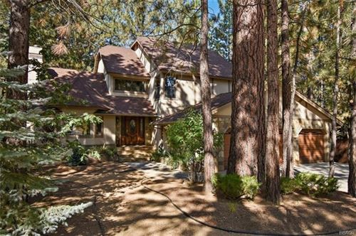 Photo of 706 Snowbird Court, Big Bear, CA 92315 (MLS # 219050220DA)