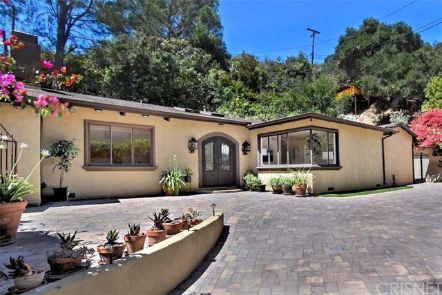 Photo of 11059 Wrightwood Place, Studio City, CA 91604 (MLS # SR21112100)