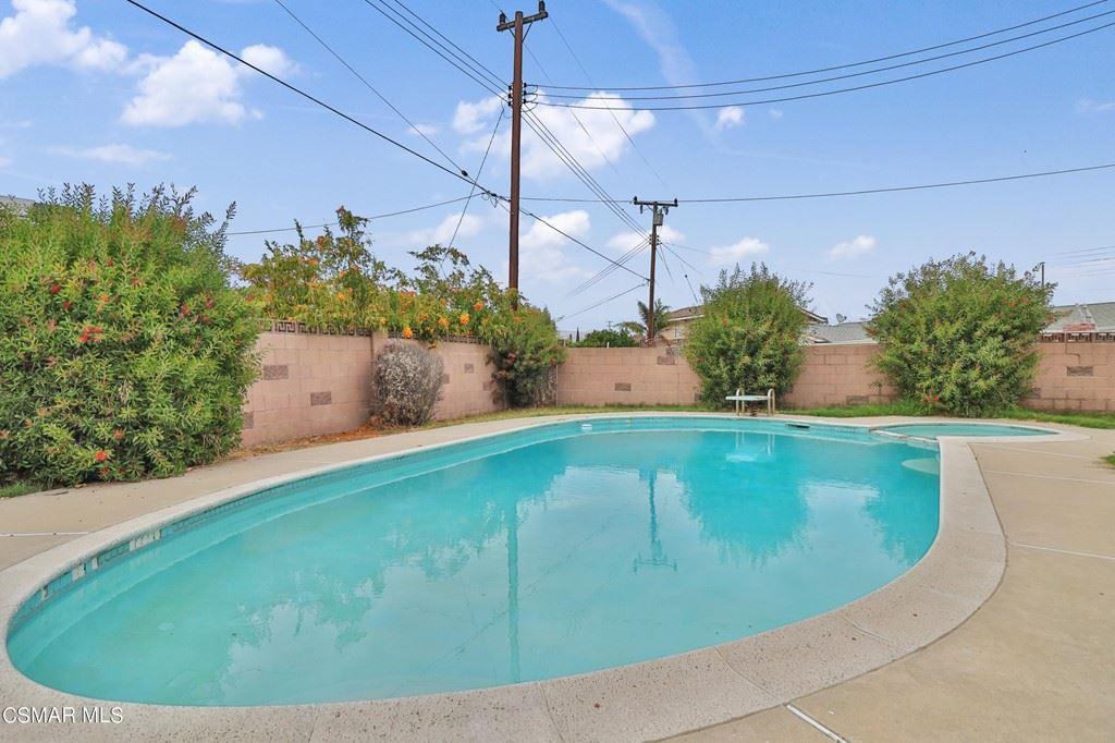 Photo of 85 Washburn Street, Simi Valley, CA 93065 (MLS # 221004102)