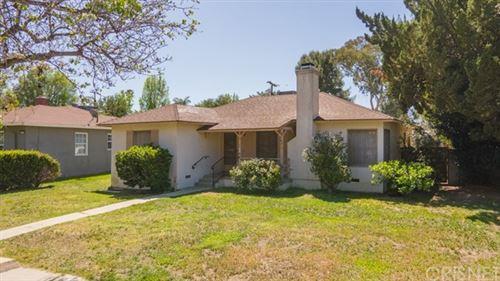 Photo of 19166 Oxnard Street, Tarzana, CA 91356 (MLS # SR21073105)