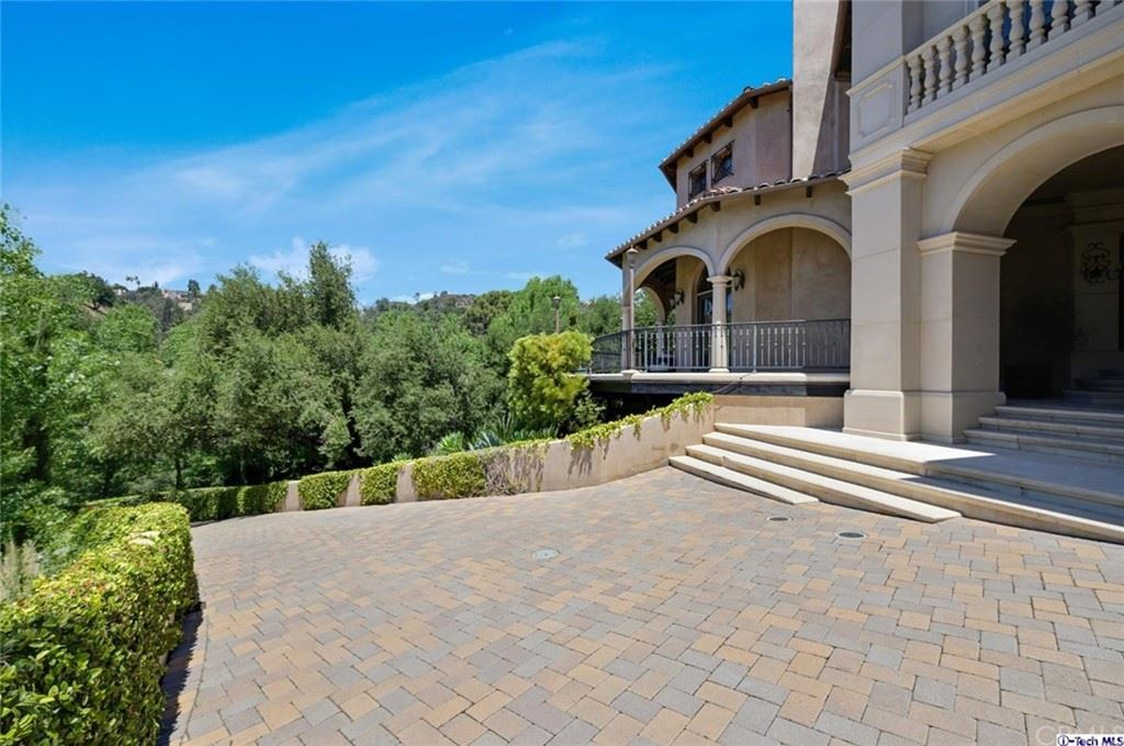 Photo of 2176 E Chevy Chase Drive, Glendale, CA 91206 (MLS # 320006105)