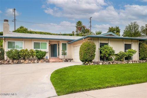 Photo of 23952 Oxnard Street, Woodland Hills, CA 91367 (MLS # 221004106)