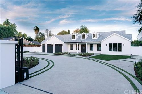 Photo of 5724 Manton Avenue, Woodland Hills, CA 91367 (MLS # 320004106)