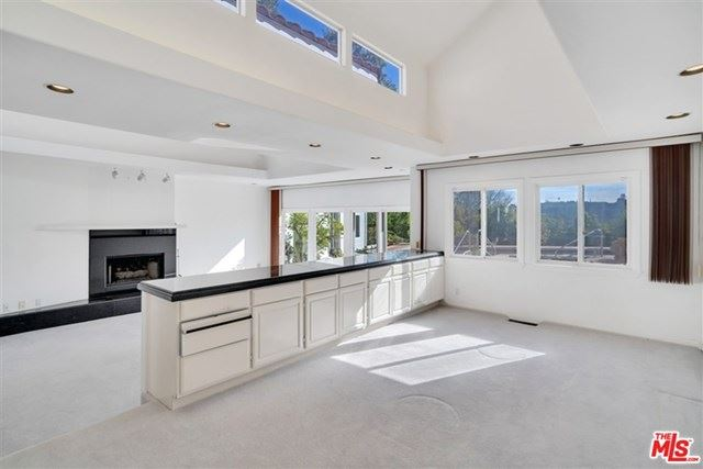 Photo of 12034 Summit Circle, Beverly Hills, CA 90210 (MLS # 21690106)