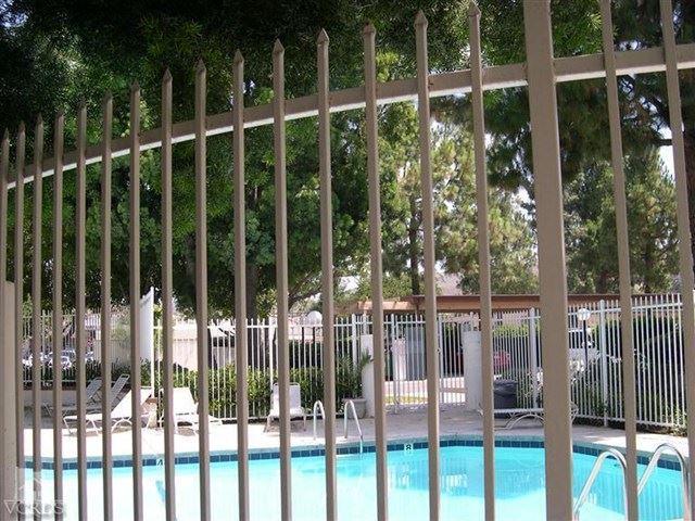 Photo of 2390 Pleasant Way #E, Thousand Oaks, CA 91362 (MLS # 221000106)