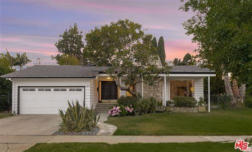 Photo of 3307 S Bentley Avenue, Los Angeles, CA 90034 (MLS # 21746108)