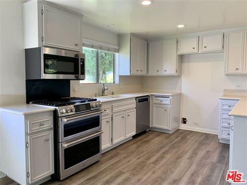Photo of 16607 Bienveneda Place, Pacific Palisades, CA 90272 (MLS # 21784108)