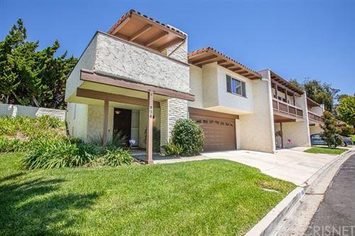 Photo of 936 Woodlawn Drive, Thousand Oaks, CA 91360 (MLS # SR20151108)