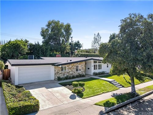Photo of 23010 Brenford Street, Woodland Hills, CA 91364 (MLS # SR21229109)
