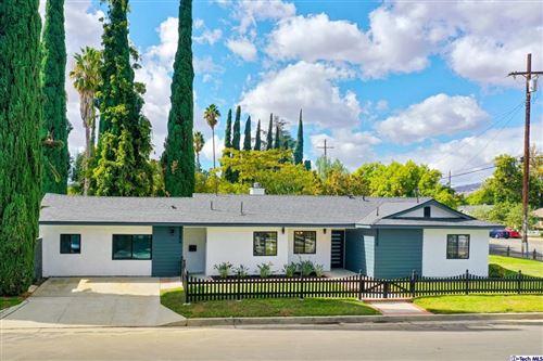 Photo of 23258 Victory Boulevard, Woodland Hills, CA 91367 (MLS # 320008112)