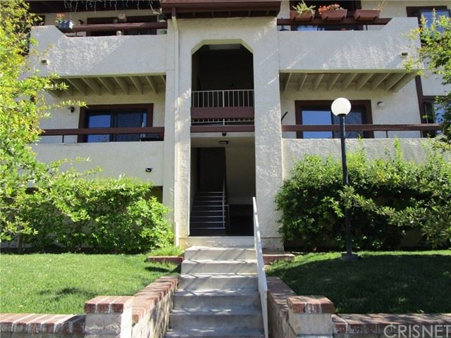 Photo for 28011 Tiffany Lane #325, Canyon Country, CA 91387 (MLS # SR21139112)