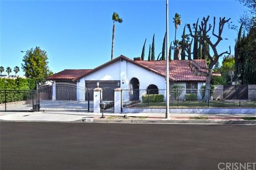 Photo of 6300 Royer Avenue, Woodland Hills, CA 91367 (MLS # SR21002113)