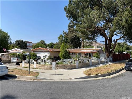 Photo of 19303 Cedarcreek Street, Canyon Country, CA 91351 (MLS # SR21102113)