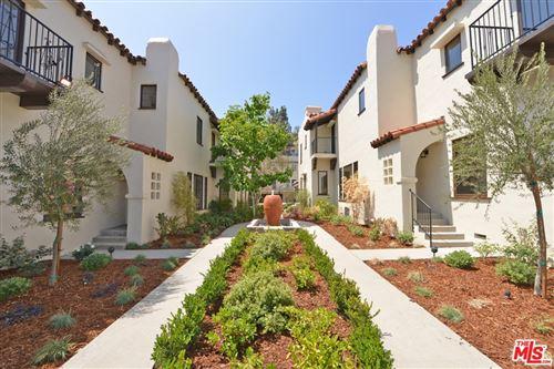 Photo of 2271 N Beachwood Drive, Los Angeles, CA 90068 (MLS # 21682114)