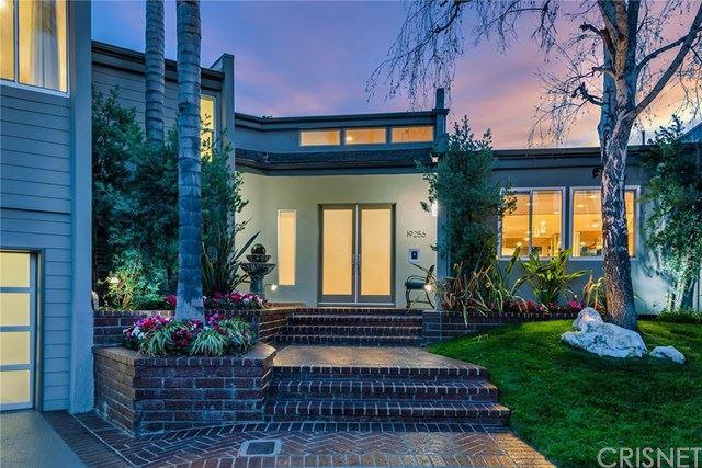 Photo of 19256 Casa Place, Tarzana, CA 91356 (MLS # SR21068114)