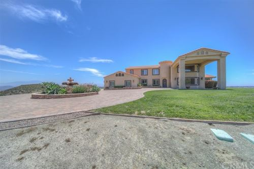Photo of 35661 Avenida La Cresta, Murrieta, CA 92562 (MLS # SW20121117)