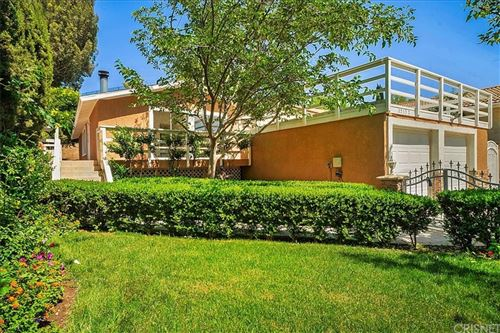 Photo of 25132 Vermont Drive, Newhall, CA 91321 (MLS # SR21122121)