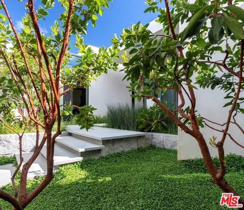 Photo of 514 CHALETTE Drive, Beverly Hills, CA 90210 (MLS # 21735122)