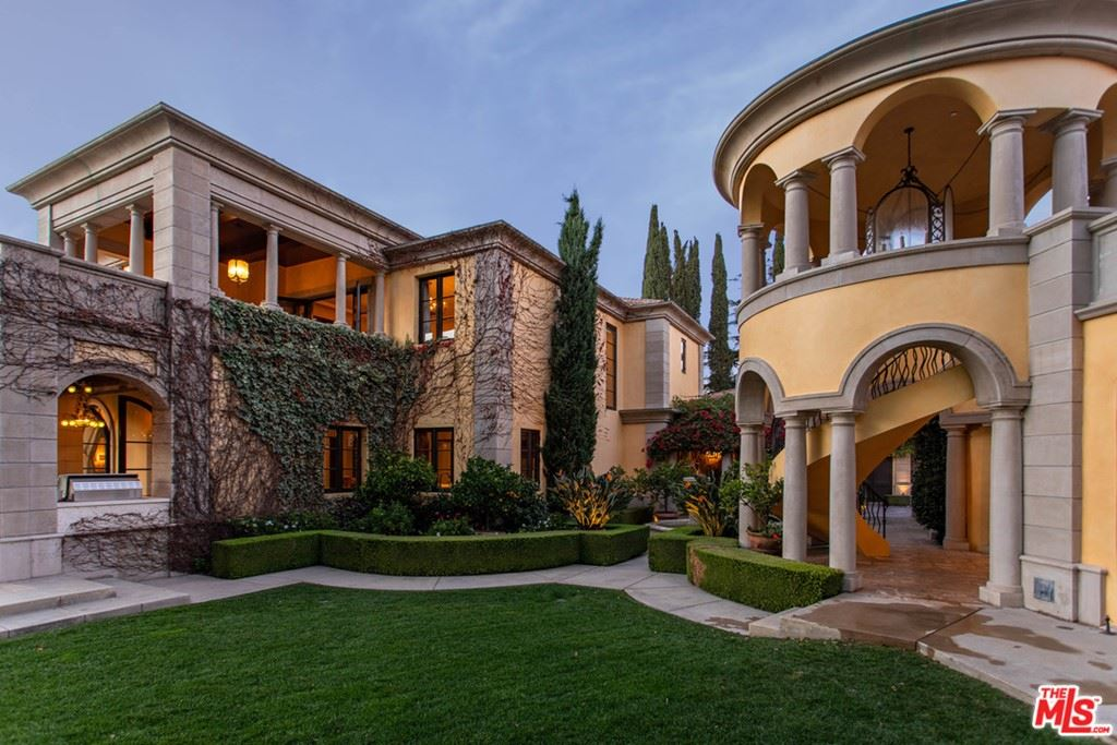 Photo of 34 Beverly Park Circle, Beverly Hills, CA 90210 (MLS # 21714126)